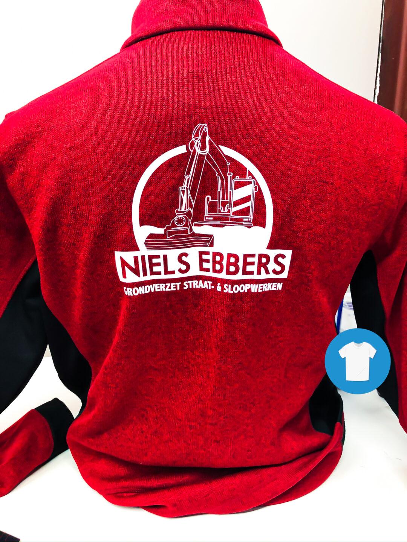 Signaal Bedrijfskleding // Niels Ebbers // Werkkleding bedrukt met een full colour borstlogo en wit snijvinyl ruglogo